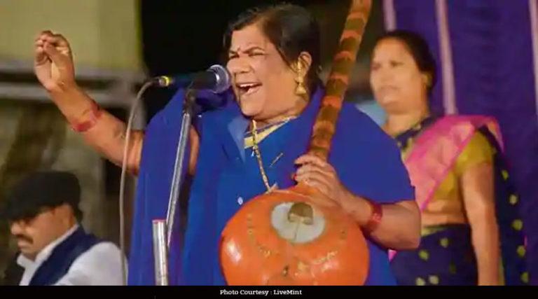 मिलिए, भीम गीत गाने वालीं कडुबाई खरात से, जो 'दलितों की आवाज़' बन गईं
