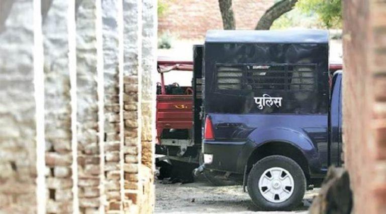 बिहार: दलितों को सामने बैठे देखा तो मार दी गोली, कईयों को पीटकर किया अधमरा
