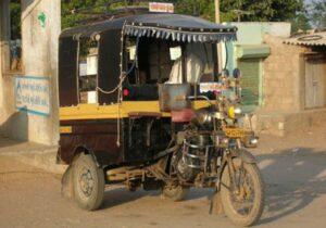 गुजरात : रिक्शा चलाने से मना किया तो दलित को चाकुओं से गोदकर मारा