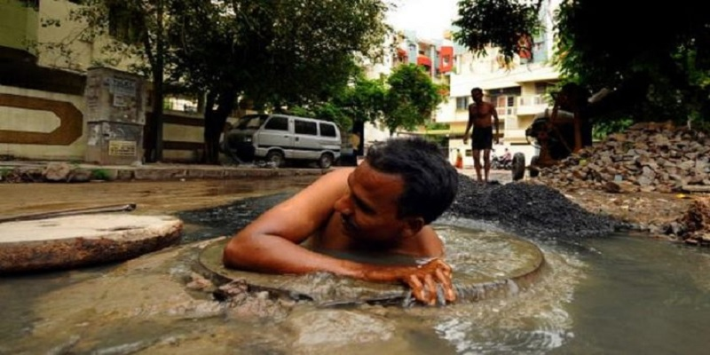 Delhi High Court make Ministry of Social Justice and Empowerment as party in manual scavenging law strict application